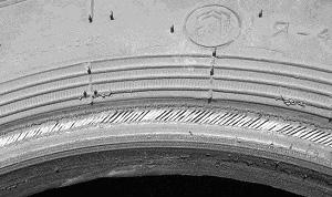 Фото 3. Повреждение борта покрышки из-за не соответствия профиля закраины обода и борта