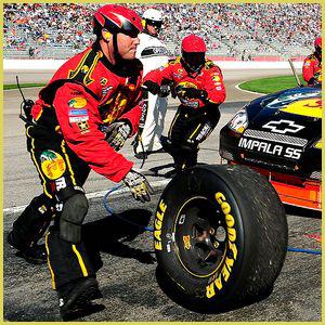 Шины Goodyear не выдержали очередного этапа гонки NASCAR