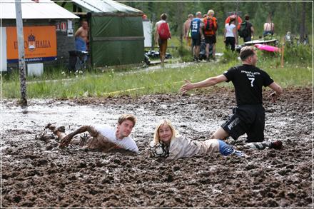 Компания Nokian Tyres набирает болотных футболистов по всей стране